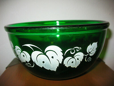 Vintage SMALL Forest Green Glass Kitchen Mixing Bowl w White Ivy Leaves ~4607