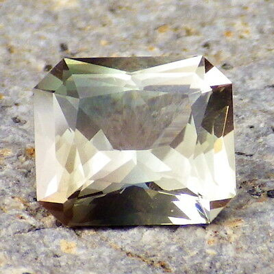 GREEN DICHROIC SCHILLER SUNSTONE-OREGON 1.96Ct FLAWLESS-VERY RARE JEWELRY/INVEST