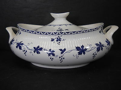 ROYAL DOULTON china YORKTOWN pattern OVAL COVERED VEGETABLE Dish