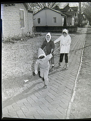 AA63754B Original 1963 4x5 BW Photo Negative Young Kids Playing Roller Skates