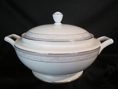 Noritake CIRQUE 9319 - Covered Casserole BRAND NEW