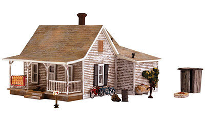 Woodland Scenics BR4933 N Old Homestead Structure  Built-&-Ready