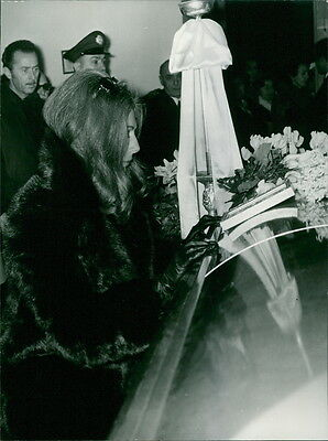 Vintage photo of Fiona Thyssen paying tribute on Alexander Onassis's funeral ce