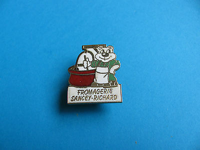 Fromargerie Sancey- Richard, Cheese pin badge.