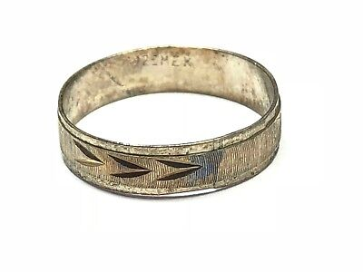 Fantastic Ladies Sterling Silver Ring - Lovely Design - Take A Look! - Size 5.75