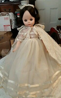 """Madame Alexander Snow White Doll 14""""  Great Condition"""