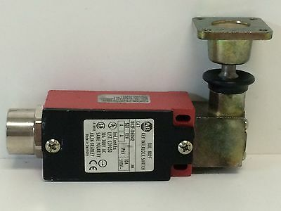 New Old Stock Allen-Bradley Key Interlock Switch 802F-R60M2 Ser.a Rev.a