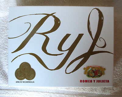 Romeo Y Julieta Toro White Wood Cigar Box - Beautiful!
