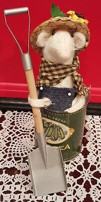 Byers Choice Caroler Farmer Mouse Split Pea Soup Can Adorable Gift New 2015 Line