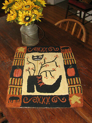 "Primitive Hooked Rug Pattern On Linen ~ ""The Witch's Shoe"""
