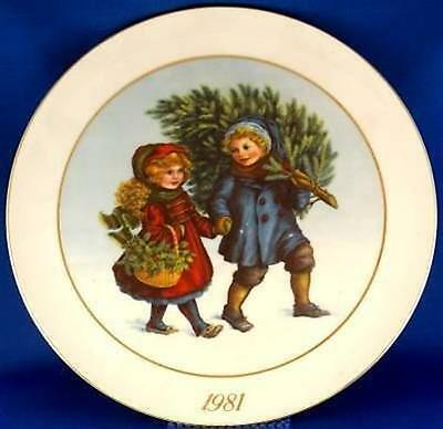 Avon Sharing the Christmas Spirit 1981 Collector Plate
