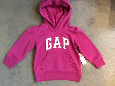 GAP- HOT PINK HOODED SWEATSHIRT WITH WHITE GAP LOGO ACROSS CENTRE - AGE 2y BNWT