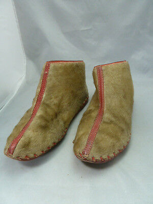 Native American Indian Style Red Leather & Fur Moccasins. Very Nice Design
