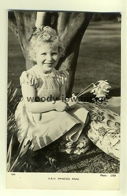 q1847 - H.R.H Princess Anne as a Little Girl posing by a Tree - postcard