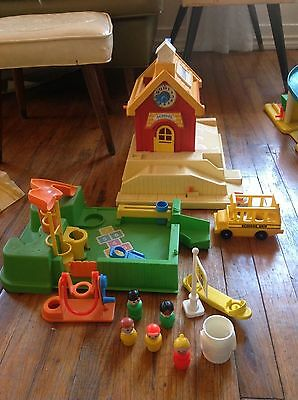Vintage 1988 Fisher Price Little People School w/ Playground #2550-NEAR COMPLETE