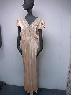 VINTAGE 1930s PEACH SATINY with LACE LADIES FULL LENGTH NIGHTGOWN ~ SIZE 19