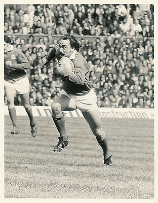 "CLIVE REES LONDON WELSH & WALES RUGBY PHOTOGRAPH 8"" x 6"" (20cm x 15cm)"