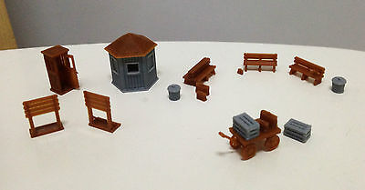 Outland Models Railway Classic Train Station Accessories Booth Bench... HO Scale