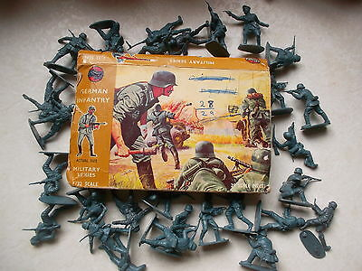 VINTAGE 1960's AIRFIX SOLDIERS 132 SCALE 28 WW2 GERMAN ARMY INFANTRY original