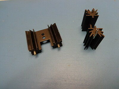 (2) Aavid Thermalloy 531002B02500 TO-220 BLACK ANODIZED VERTICAL HEATSINK PCB