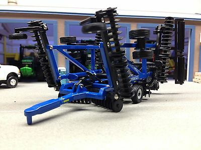 New Holland Blue Tandem Disc Scale 1/64 Diecast Ertl