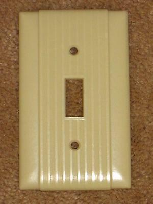 Vintage Uniline BAKELITE Ribbed w/ Lines Single Wall Light Switch Plate Cover