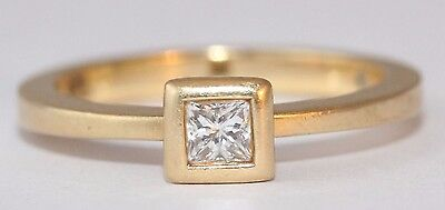 De beers 18ct Yellow Gold Princess Cut Diamond Ring