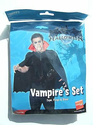 Halloween vampires set (Cape, Fangs & Blood) – New