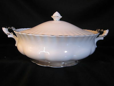 Royal Albert - CHANTILLY - Covered Vegetable Bowl