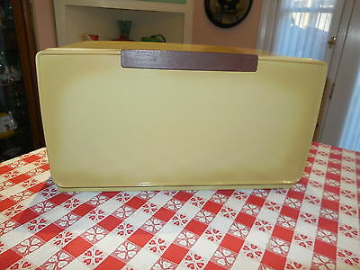 Vintage 1970s Metal Lincoln BeautyWare Bread Box Harvest Gold Yellow w/ 1 Shelf
