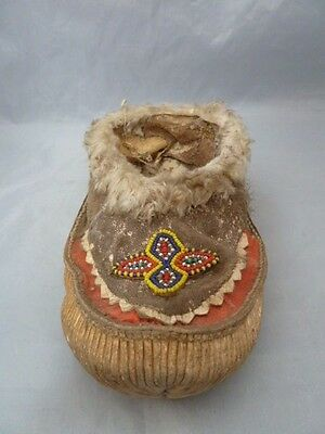 Native American Plains Indian Beaded Leather Left Moccasin Shoe. Nice Design