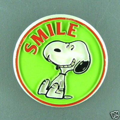Snoopy smile vintage button  pin peanuts