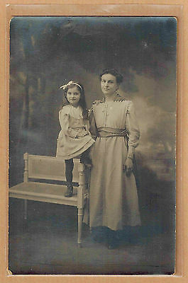 Carte Photo vintage card RPPC femme robe fillette coiffure mode fashion pz0299