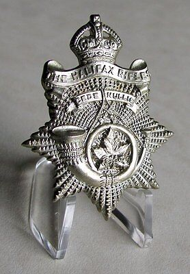 Canadian Army - The Halifax Rifles Cap Badge ( White Metal Issue 1946 )