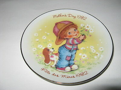 "Mothers Day 1982 5"" Avon Collector's Plate - Cute Boy With Puppy"