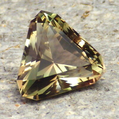 GREEN DICHROIC OREGON SUNSTONE 5.92Ct FLAWLESS-INVESTMENT GRADE GEMSTONE-READ!