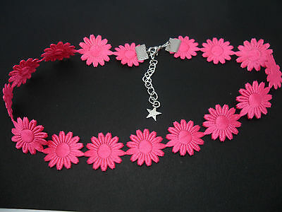 NEW. A LADIES GIRLS PRETTY PINK DAISY FLOWERS  FESTIVAL CHOKER NECKLACE