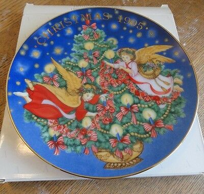 Avon 1995 Christmas Plate - Trimming The Tree - MIB