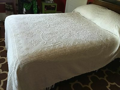 Vintage Bates Double Size Off White Chenille Bedspread