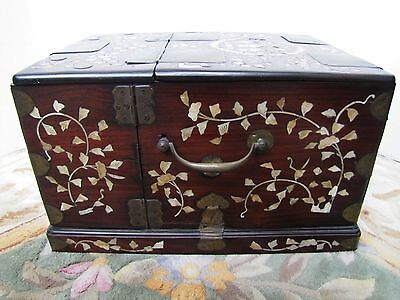 Antique Korean Late 18th Century Sanxing Mother-of-Pearl Lacquered Comb Box