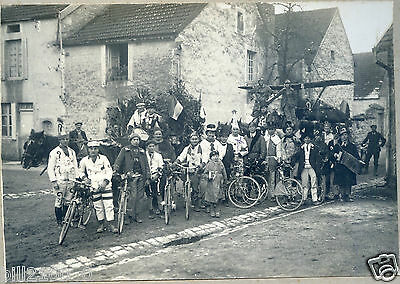 Chateauvillain. R. Rousselle photographe. photo ancienne. guerre. avion. carnava