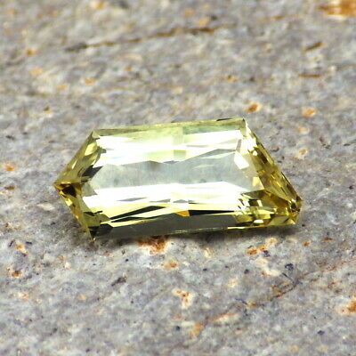 APATITE-MEXICO 3.47Ct FLAWLESS-FOR TOP JEWELRY-NATURAL YELLOW GREEN COLOR!
