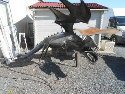 GRANDE SCULPTURE CONTEMPORAINE DE DRAGON EN FER FORGE (Fabrication artisanale)