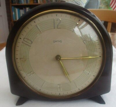 Vintage Smiths Bakelite Striking Mantel Clock Working Condition Original Key • EUR 98,78