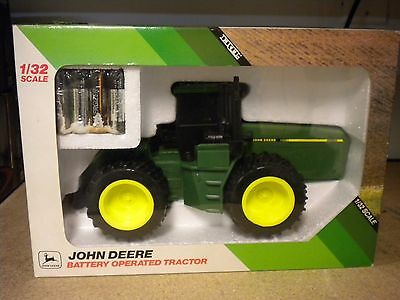 Ertl John Deere Battery Operated 4-Wheel Drive Tractor 1/32 Scale Sealed New