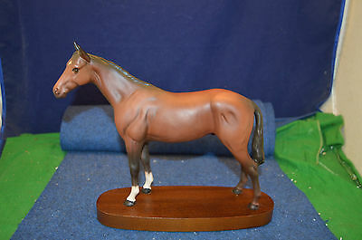 Lovely Royal Doulton ''Throughbreed'' Horse On Wooden Plinth USC RD5905