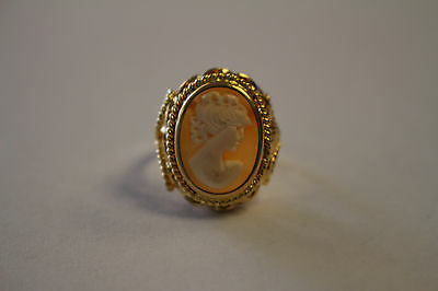 VINTAGE CAMEO RING SIZE 7.25 SET IN 18KT YELLOW GOLD 6.4 g TOTAL