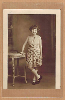 Carte Photo vintage card RPPC fillette robe coiffure mode fashion pz0354