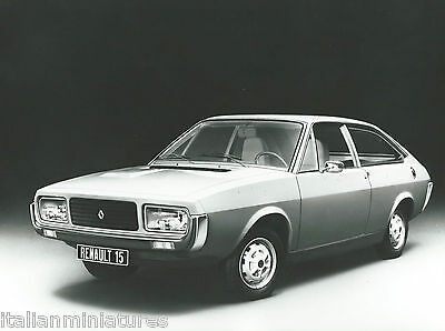 Renault 15 Original Black and White Press Photograph Mint Condition Front View
