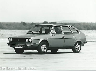 Renault 30 TS Original Black and White Press Photograph Excellent Condition